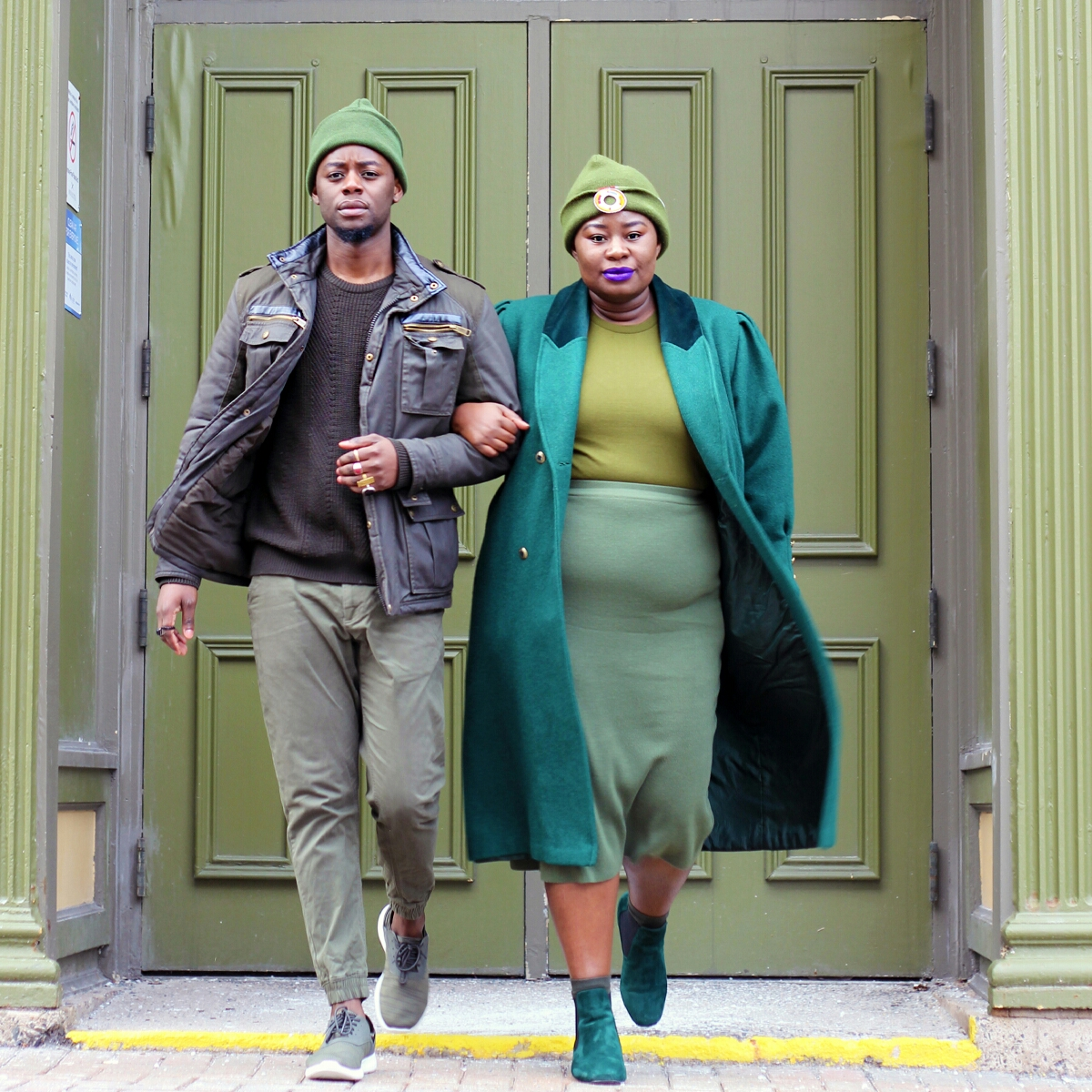 style twins stylish siblings stylish duos style duos green street style all green outfit his and hers green outfits 08